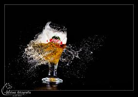 Kapot geschoten Amber glas - high speed fotografie - Door: Ellen Reus - Wolves fotografie