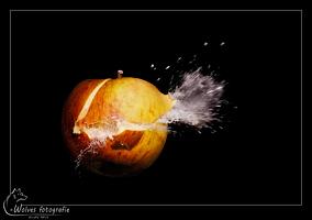 Kapot geschoten appel - high speed fotografie - Door: Ellen Reus - Wolves fotografie