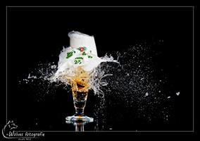 Kapot geschoten Grolsch 2.5 glas - high speed fotografie - Door: Ellen Reus - Wolves fotografie