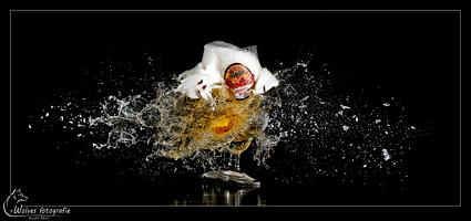 Herfstbok - Kapot geschoten Grolsch glas - high speed fotografie - Door: Ellen Reus - Wolves fotografie