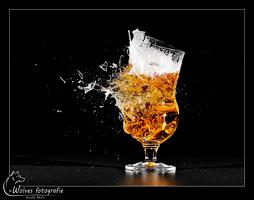 Kapot geschoten bierglas - Heineken 2002 - high speed fotografie - Door: Ellen Reus - Wolves fotografie