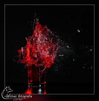 Kapot geschoten glas met vloeistof - high speed fotografie - Door: Ellen Reus - Wolves fotografie
