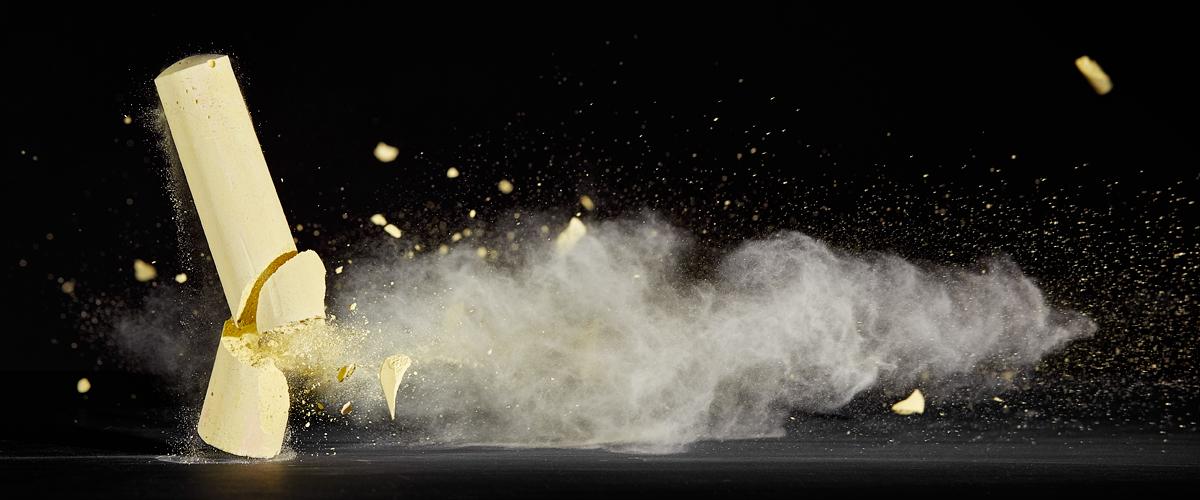 Kapot geschoten stoepkrijt - high speed fotografie - Door: Ellen Reus - Wolves fotografie