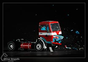 Kapot geschoten vrachtwagen - high speed fotografie - Door: Ellen Reus - Wolves fotografie